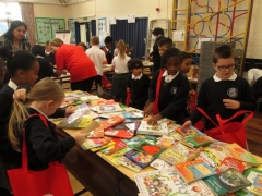 children looking for books